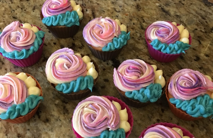 Cupcakes with frosting swirl