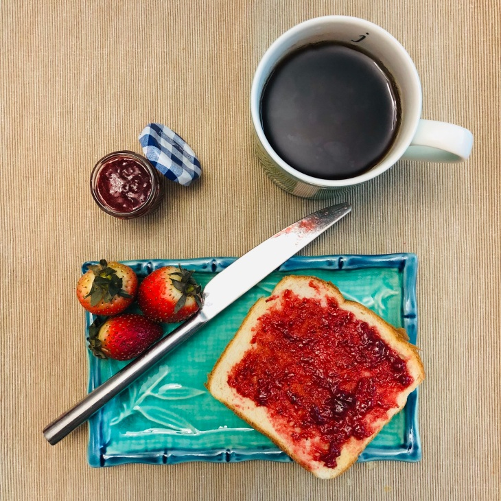 Toasted bread with jam on a blue plate