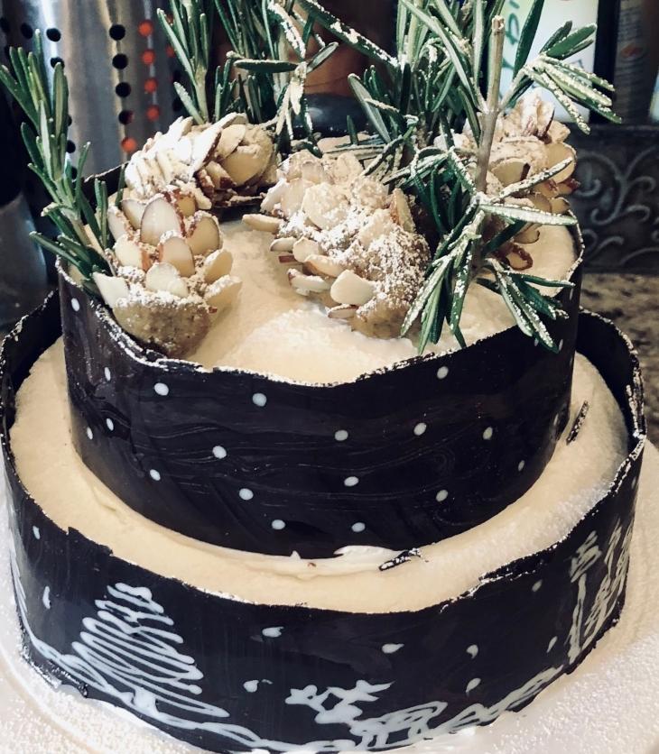 Christmas cake with chocolate collar