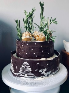 Baileys cake with chocolate collar