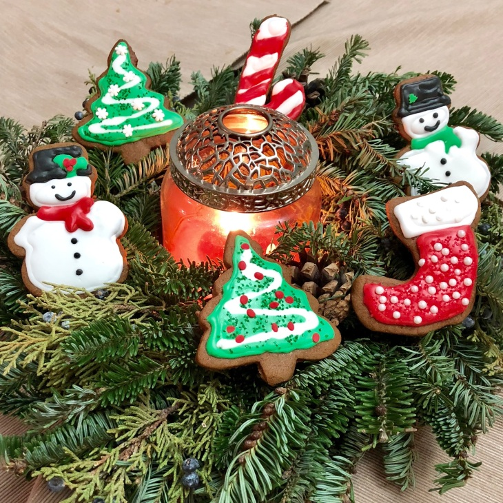 Iced gingerbread cookies on a wreath