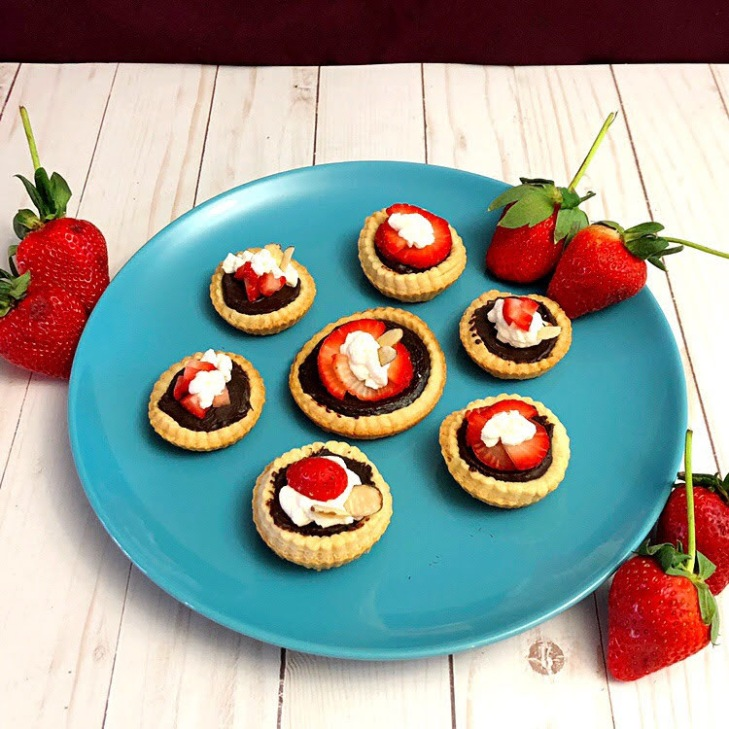 mini chocolate tarts with strawberries
